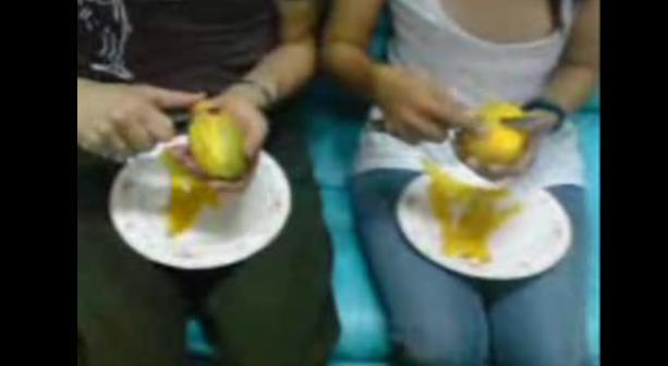 คลิป How to peel a Mango (วิธีปอกมะม่วง)