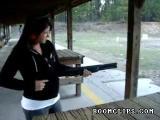 มือใหม่หัดยิงปืน...ปืนหลุดมือเลย