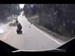 คลิป อุบัติเหตุจากมอไซด์น่ากลัวมาก