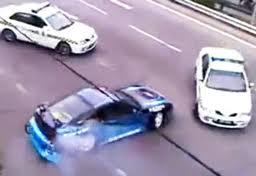 คลิป รถตำรวจ ไล่ล่า รถนักดริฟท์ บนถนน
