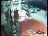 คลิป อุบัติเหตุสยอง รถทับตายขณะข้ามถนน ㋡㋡