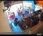 คลิป เด็ก 15 ขวบ ขับรถ พุ่งชน ร้านกาแฟ เจ็บเกลื่อน !!  ㋡㋡