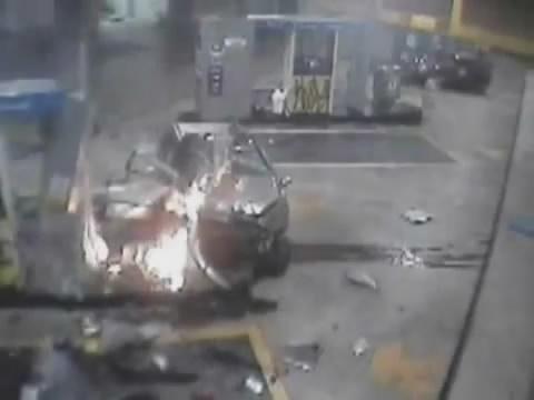 คลิป อุบัติเหตุ โหด ไม่เบรค เต็มแรง คุมไม่อยู่ ประมาท ไฟไหม้ ปั้มน้ำมัน สยอง คาที่