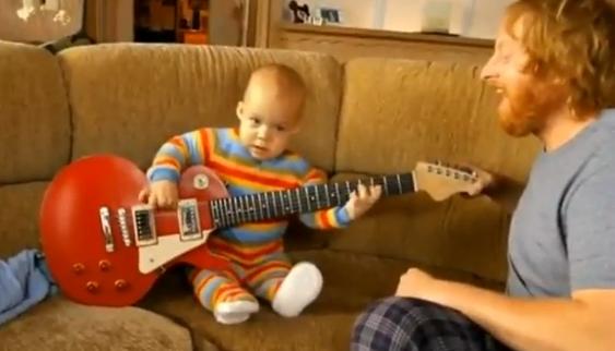 คลิป เด็กเล่นกีตาร์