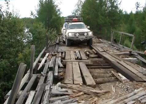 ขับรถ ข้าม สะพาน เก่า ชำรุด อันตราย ไซบีเรีย รัสเซีย หวาดเสียว