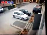 คนขับรถคลั่ง เลี้ยวจะจอดรถ อยู่ดีดี เหยียบคันเร่งมิดชนแหลกซะงั้น