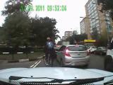 ขับรถเบียนกัน ระเบิดอารมณ์ โมโห ตกกระจก กระจกข้างรถ ขับรถ รถติด