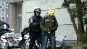แกล้งคน แกล้งตำรวจ สุดฮา ยืนฉี่ ยืนปัสสาวะ โดนจับ ตำรวจจับ สาธารณะ