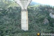 คลิป บันจีจัมพ์ใต้สะพาน ดันวัดระยะผิด