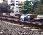 เสี่ยงตาย!โชว์ หมอบนอนอยู่รางรถไฟที่กำลังวิ่ง