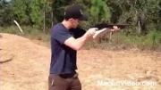 คลิป โชว์เท่ !ยิงปืนลูกซอง  แต่ปืนถีบเข้าหน้า งานนี้มีเลือดออก
