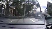 สุดเสียว ขี่จักรยานล้ม หวิดโดนรถรางทับหัว