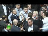 ส.ส.ยูเครนชกกันวุ่นกลางที่ประชุมรัฐสภา-คลิตช์โก อดีตแชมป์มวยโลก ยืนดูแบบเซ็งๆ