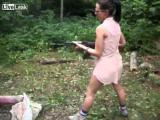 คลิป ผู้หญิงถือปืน มันน่ากลัวจริงๆ
