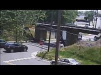 สะพานอาถรรพ์ รถใครหลังคาสูง โดนทุกราย