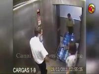 คลิป มีเรื่องในลิฟท์
