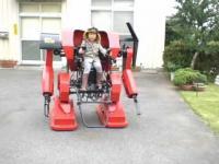 ดูแล้วอยากมีพ่อแบบนี้เลย สร้างหุ่นยนต์ให้ลูกขับ