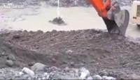 ดินที่ปนเปื้อนเชื้อเพลิงซึ่งเป็นสถานที่ตั้งปั๊มน้ำมันเก่า ขุดดินลุกเป็นไฟ