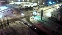 หิมะตก ถนนลื่นเสียหลักชนรถอีกคน