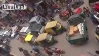ชั่วโมงเร่งด่วนในอินเดีย แล้วรถมันจะไปทางไหน