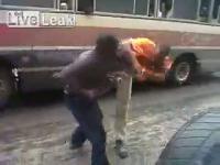 คนขับ ผู้โดยสาร กระเป๋า แห้ง  ต่อย  กลางถนน