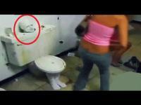 รวมคลิปแกล้งคนในห้องน้ำ ที่โหด มันส์ ฮาที่สุดในปี 2014