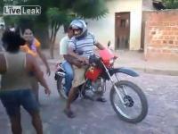 คลิป คนเมาและรถจักรยานยนต์ การผสมผสานที่ลงตัว