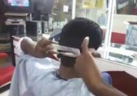 ความสามารถพิเศษชายชาวอินเดียโชว์ตัดผมตัวเอง