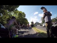 หนุ่ม-สาว ออสซี่ เปลื้องผ้าปั่นจักรยานรณรงค์ความปลอดภัย