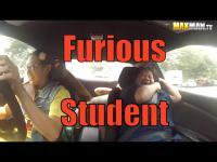 สาวเนิร์ดคนนี้มาเรียนขับรถ แต่สิ่งที่เธอทำทำให้ครูสอนขับรถแทบช๊อค!!