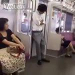 คลิป โทษของการยืนหลับพิงประตูรถไฟฟ้า