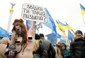 ข่าว: อีกแล้ว สาวยูเครน เปลือยอก ชูป้ายประท้วง ประธานาธิบดี