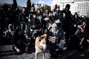 หมา สุนัข เข้าร่วม การ ประท้วง ใน กรีซ