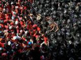 ช่างภาพ AFP รางวัล รูปถ่าย เสื้อแดง ปะทะ ตำรวจไทย