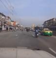 คลิปนกกระจอกเทศโผล่กลางถนนย่านบางพลี ชาวเน็ตสุดงง มาได้อย่างไร