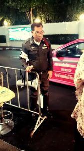 ตำรวจช่วยโบกแท็กซี่หน้าMBK 3คันไม่ไปสักคัน สุดท้ายโดนจับเลย