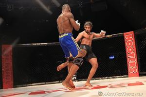 เมื่อนักสู้ MMA ปะทะ โจรวิ่งราว งานนี้โจรมีเละ