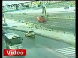 รถบรรทุก ชนสะพานลอย อุบัติเหตุ