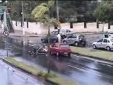 คลิป อุบัติเหตุ, คลิปอุบัติเหตุ, cctv, รถยนต์, มอเตอร์ไซค์, กล้องวงจรปิด, นาทีระทึก, ถนนลื่น, รถชน, crash