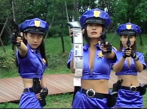 ตำรวจสาวไล่จับโจร