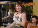 สาวญีปุ่น เล่นเป่ายิงฉุบ ทอดเสื้อ