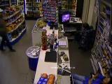 คลิป โจรปล้นร้านสะดวกซื้อ ดูเจ้าของร้านสิ มึนๆง่วงๆ ยังไงไม่รู้
