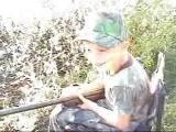 เด็ก ยิงปืน ปืนยาว กล้า กระเด็น