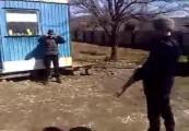 คลิป อุบัติเหตุ รัสเซียปืน AK47 ยิง พลาด บาดเจ็บ เสือเกราะ รัสเซีย