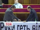 คลิป ส.ส. ยูเครน ยกพวกตีกันกลางสภา