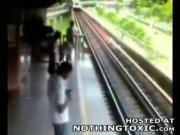 ฆ่าตัวตายกระโดดให้รถไฟเหยียบ