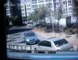 ชนกระจาย ไม่มีใครยอมใคร มารยาท ขับรถ ขับชน ทะเลาะ Auto vs. Auto