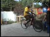 คลิป โชว์จักรยานผาดโผน ในแบบที่คุณเห็นแล้วต้องยกนิ้วให้จริงๆ