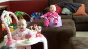 เด็กทารก ฝาแฝด แม้กระทั่งฮาก็ต้องฮา พร้อมกันน่ารักจริงๆ