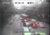 ลุ้นระทึก ตำรวจจีน เกาะกระโปรงรถ ไล่ล่า แท็กซี่เถื่อน